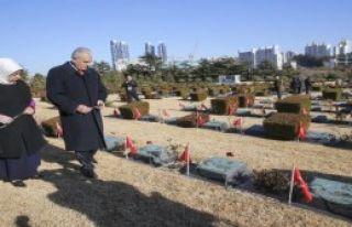 Türk Şehitliği'ni Ziyaret Etti