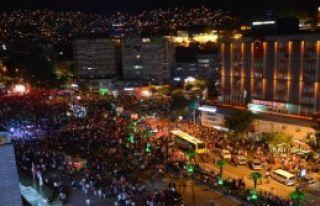 Bursa'da 40 Bin Kişi Darbeyi Protesto Etti