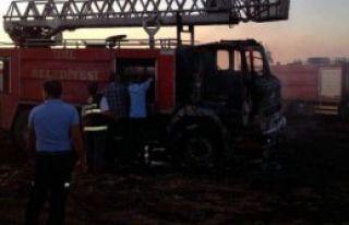 Yangın Söndürmeye Giden İtfaiye Aracı Yandı