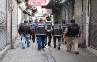 Diyarbakır'da Helikopter Destekli Uyuşturucu Operasyonu:...