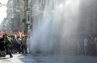 Onur Yürüyüşü'ne Polisten Müdahale