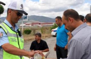İlk Bayram Şekerleri Polislerden