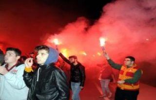 Galatasaray 16 Futbolcuyla İzmir'de