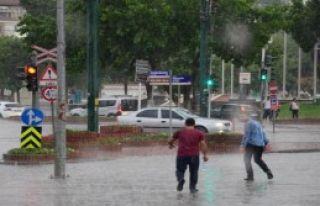 Gaziantep'te Sağanak Yağış Hayatı Felç Etti