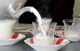 İnce Belli Bardakta Süt Servisi