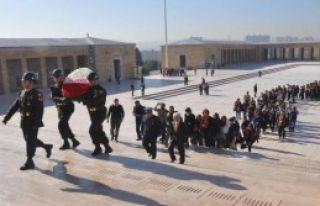 Karşıyakalı Gençleri Ata'nın Huzuruna Çıktı