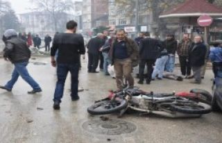 Kask Takan Motosikletli Ölümden Döndü