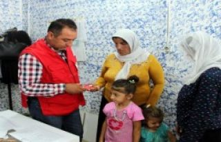 Kızılay'dan Ailelere Yardım