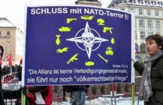 Nato'yu Protesto Ettiler