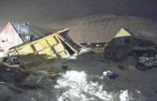Norveç'te Köyün Üzerine Çığ Düştü