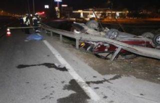 Otomobil, Bariyerlere Çarpıp, Takla Attı