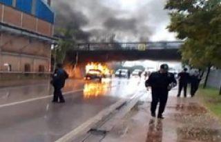 Polis Otosu Alev Alev Yandı