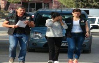 Saçından Eroin Çıkan Kadın Tutuklandı