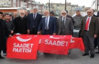 Sivas'ta Erbakan İçin Helva Dağıtıldı