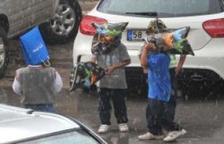 Sivas'ta Önce Yağmur Sonra Dolu Yağdı