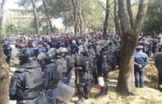 Tiran'da Çatışma