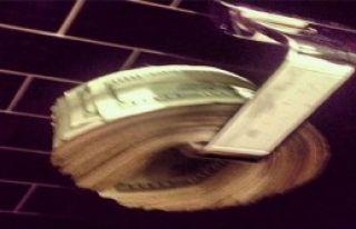 Tuvalette Dolarla Temizleniyor