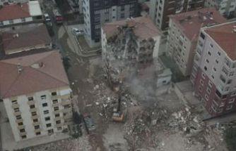 Kartal'da Ünal Apartmanı'nın yıkımına başlandı!