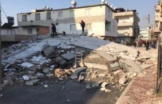 Son dakika: Mersin'de 5 katlı bina çöktü!