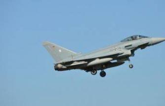 Almanya'da iki savaş uçağı düştü