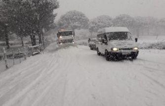İzmir'de karla yoğun mücadele