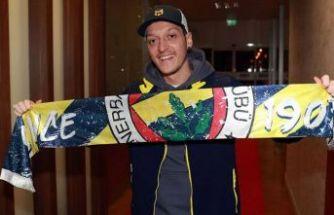 Fenerbahçe, Mesut Özil ile 3,5 yıllık sözleşme imzaladı