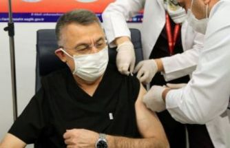 Fuat Oktay da Kovid-19 aşısı yaptırdı