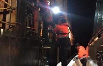 Gemideki yaralıyı Sahil Güvenlik ekibi aldı