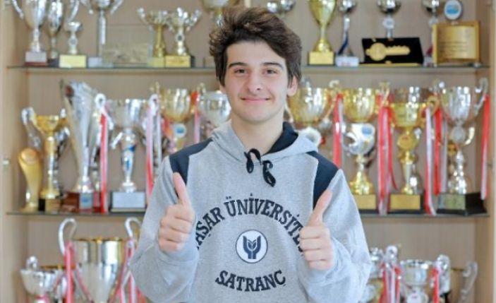 Satrançta İzmir'in gururu oldu