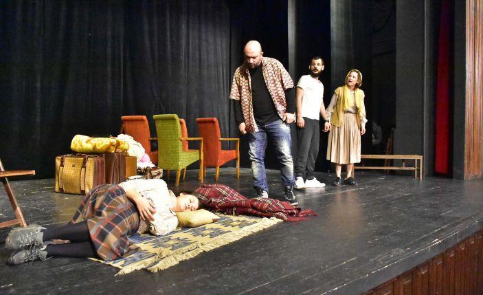 İzmir Devlet Tiyatrosu bir ayda 86 kez perde açacak