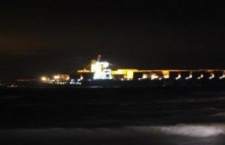 Çanakkale'de Dev Gemi Karaya Oturdu