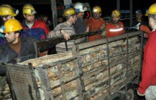 Maden ocağında göçük:1 işçi mahsur