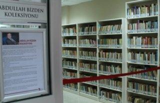 11 bin kitaplık koleksiyonunu bağışladı