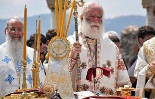 İzmir'de ayin: Metropolitler eşlik etti