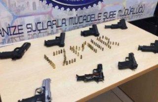 İzmir'de silah ve mühimmat kaçakçıları...