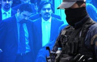 Yunan polisi darbeciler için alarma geçti