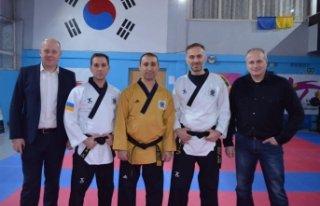 5 kentin sporcularına seminer verdi