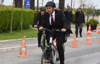 Soyer kutlamalara bisikletle gitti