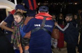 Çalıntı yatta 20 göçmen yakalandı