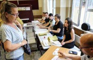 İstanbul seçimlerinde oy verme işlemi başladı