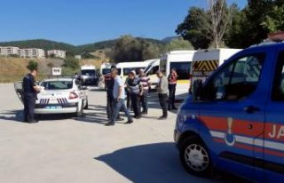 İzmir'de aranan 12 kişi yakalandı