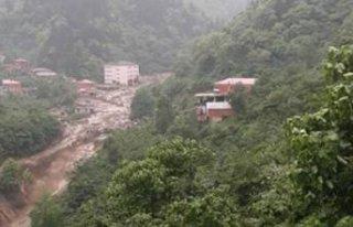 Trabzon'da sel ve heyelan can aldı!