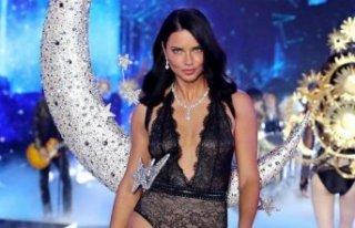Adriana Lima'dan çırılçıplak poz