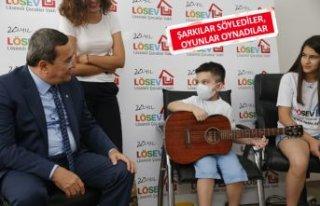 Başkan Batur'dan LÖSEV'e anlamlı ziyaret
