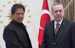 Cumhurbaşkanı Erdoğan Pakistan Başbakanı ile...