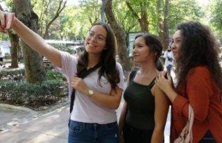 İşte Türkiye de kadınların en fazla selfie çektiği...