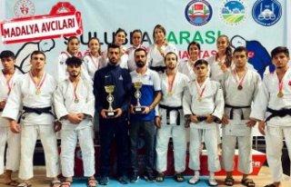 İzmirli sporcular judoda şov yaptı!