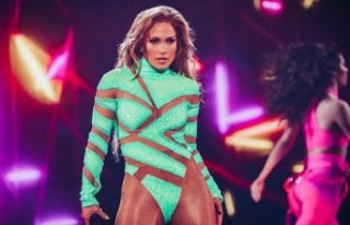 Jennifer Lopez sahnede fırtına gibi esti!