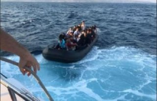 Karaburun açıklarında 47 kaçak göçmen yakalandı