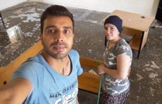 Okulunu eşiyle birlikte temizledi, sosyal medyada...